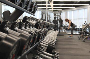 【新冠肺炎】香港抗疫 政府嚴禁4人以上聚會 關閉戲院健身室